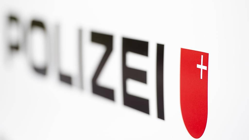 Die Schwyzer Kantonspolizei rückte wegen Sprengstoffverdachts aus. (Symbolbild)