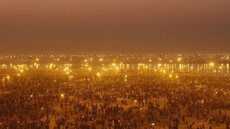 Millionen Inder feiern das Maha Kumbh Fest