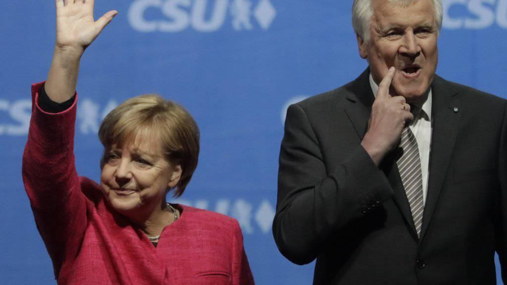 Die Spitzen der beiden Unionsparteien in Deutschland, Angela Merkel und Horst Seehofer, vereinbarten ein neues Grenzregime an der Grenze zu Österreich und retten Seehofer seine politischen Ämter. (Archivbild)