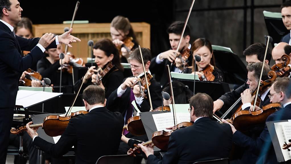 Konzerte der Berliner Philharmoniker gibt es jetzt gratis im Stream. Zur Eindämmung des Coronavirus bleiben alle Berliner Theater und Konzertsäle bis zum 20. April geschlossen. (Archivbild)