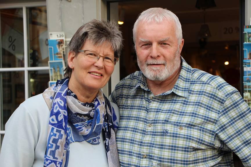 Schliessen nach 36 Jahren ihren Souvenirladen: Kurt und Elisabeth Meier. (Bild: FM1Today/Sandro Zulian)
