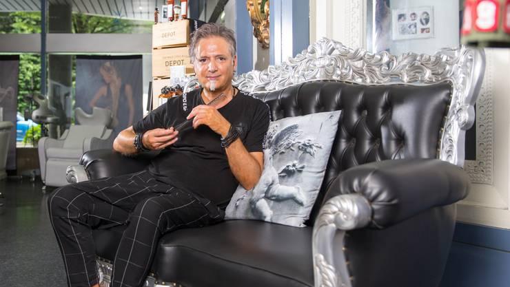 Seit 25 Jahren hantiert Manuel Profico mit Schere und Kamm in seinem Salon an der Bahnhofstrasse. Doch schon seit 30 Jahren arbeitet er als Coiffeur.