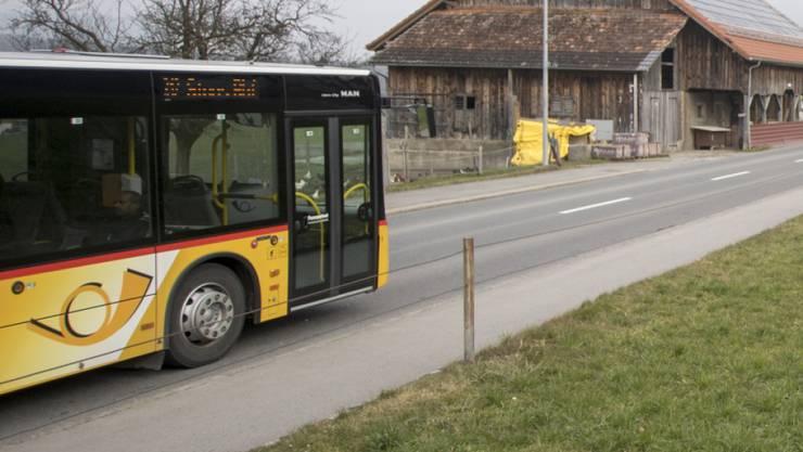 Der Skandal um die Bilanztricks beim Postauto-Unternehmen ist das dominierende Thema in den Schweizer Sonntagszeitungen. (Archivbild)