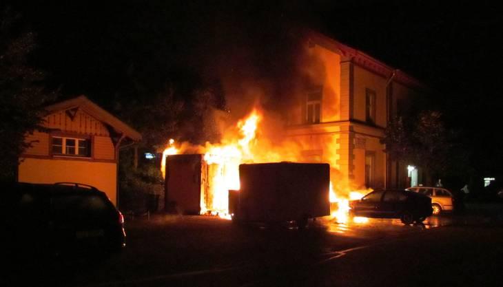 Es kam in der Nacht auf Donnerstag beim Bahnhof Hendschiken zu einem grösseren Brand