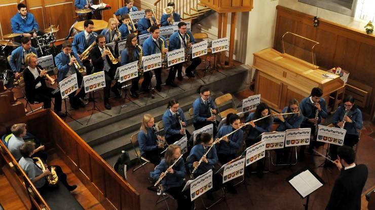 Die Jugendmusik rechtes Limmattal sorgt an ihrem traditionellen Adventskonzert auch für jazzige Klänge.