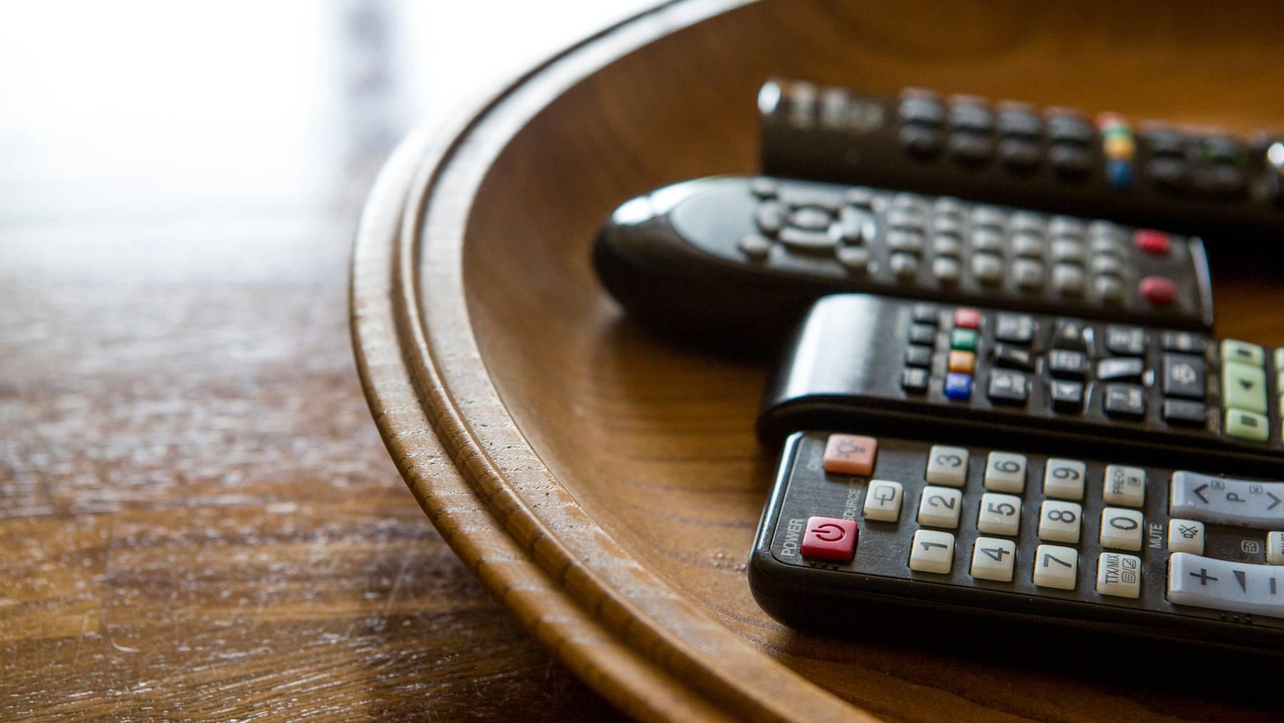 Öffentliche und private Fernsehsender melden für das erste Halbjahr Rekordwerte bei den Zuschauern.
