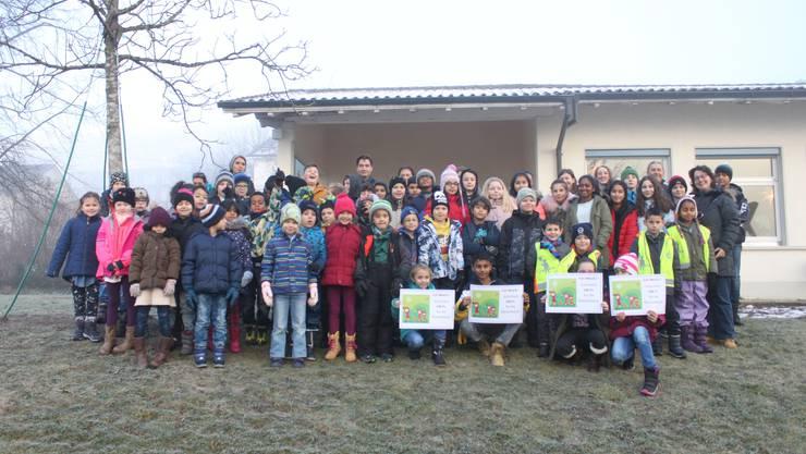 Die Kinder vom Schulkreis Kastels wurden für ihr gutes Mitmachen bei «Walk to School» belohnt.