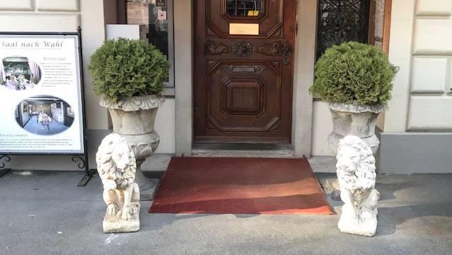 Die beiden Löwen des Old Swiss House sind wieder vereint.