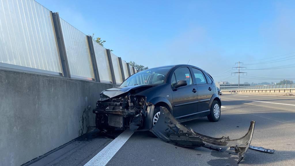 Lastwagen und Auto zusammengeprallt: Eine Person schwer verletzt