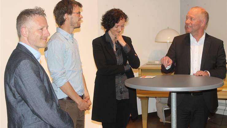 Philipp Keel (2. von links), Daniela Gaiotto (Co-Präsidentin Gewerbe Olten) und Stadtpräsident Martin Wey. Ganz links Moderator Ralph Hubacher.