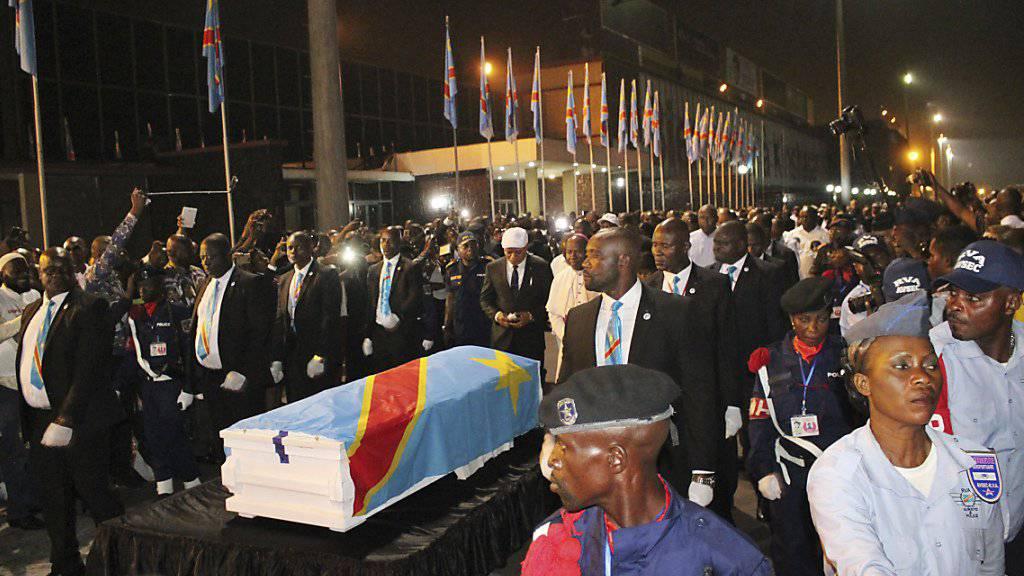 Im Kongo haben Tausende dem langjährigen Oppositionsführer des Landes, Etienne Tshisekedi, am Samstag die letzte Ehre erwiesen.
