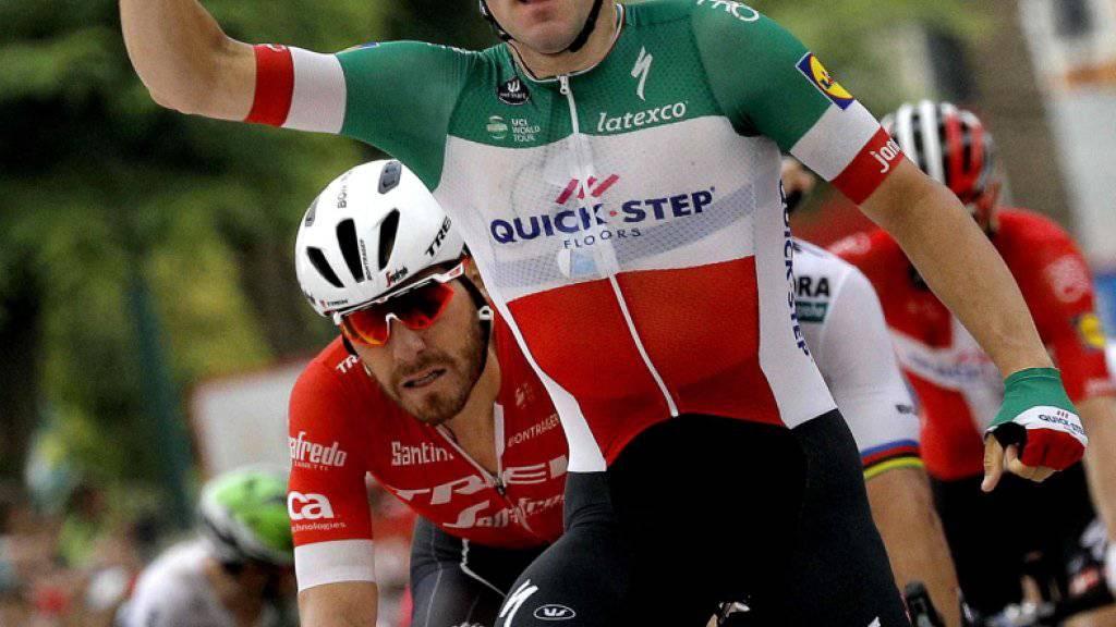 Elia Viviani (im italienischen Meistertrikot) gewann an der diesjährigen Spanien-Rundfahrt bereits die 3. Etappe im Sprint