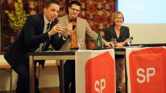 Susanne Schaffner hatte gut lachen: Christian Imark konnte die Genossen erwartungsgemäss nicht überzeugen. In der Mitte Moderator Marco Jaggi.