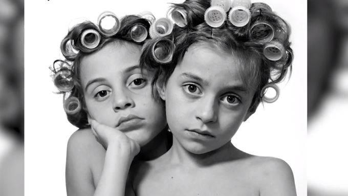Künstlerin stellt Fotos ihrer Kinder öffentlich aus