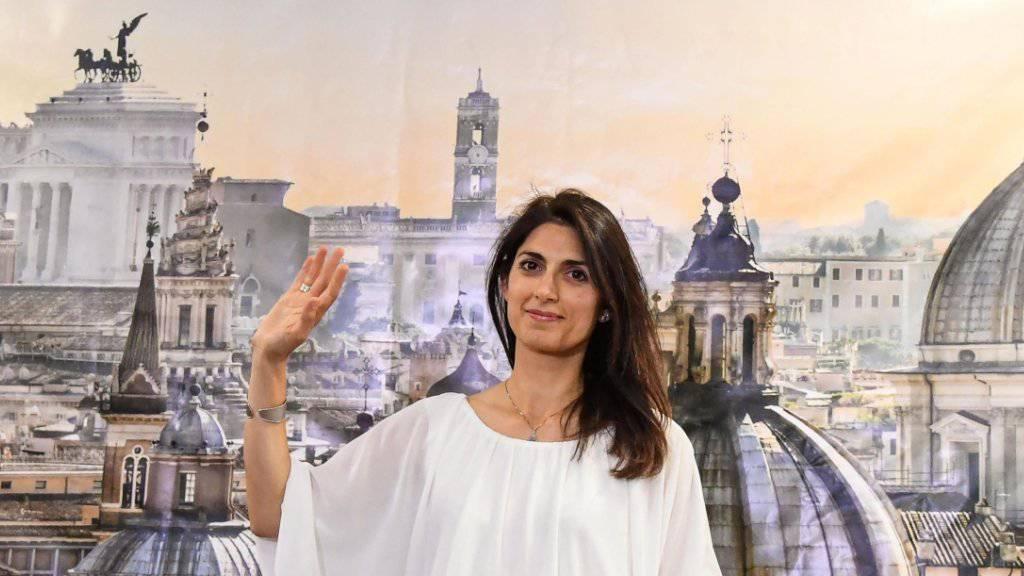 Sie führt künftig Rom: Virginia Raggi von der Protestpartei M5S holte sich das Bürgermeisteramt mit einem Erdrutsch-Sieg.