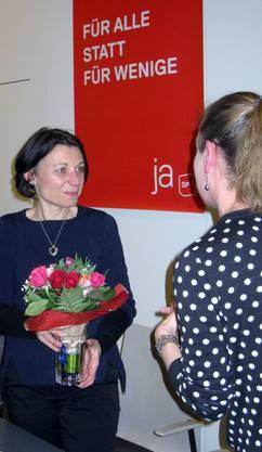 Jeannette Egli Schläpfer dankt SP-Nationalrätin Yvonne Feri