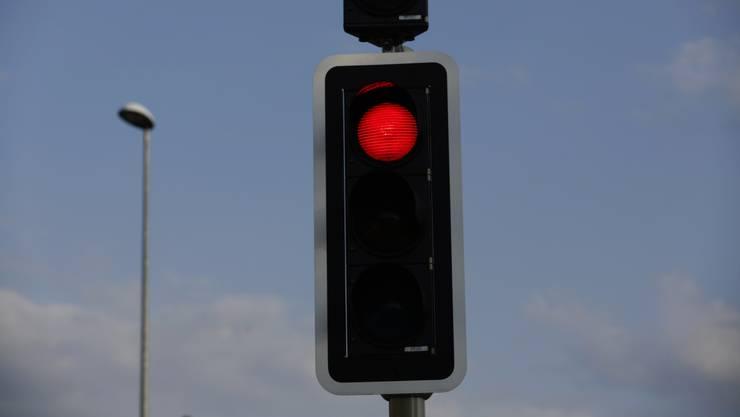 Beim A1-Anschluss Oftringen missachtete eine Autofahrerin das Rotlicht. Die Folge war eine Kollision zweier Autos.