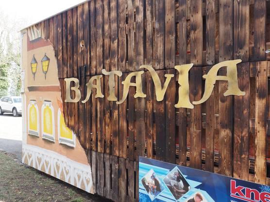 Die Fassade des Wagens erinnert an den Brand der Piraten-von-Batavia-Bahn im Europa-Park.