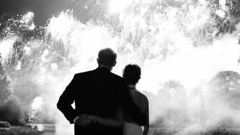 """Weihnachtsgrüsse mit einem Hochzeitsbild: Mit diesem bisher unbekannten Foto von Prinz Harry und Herzogin Meghan vom Abend ihrer Hochzeit wünschen die beiden """"Merry Christmas""""."""