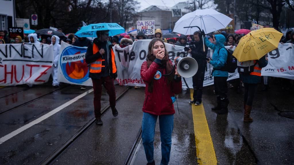 Klimastreik Zürich: 12'000 Menschen tanzen und skandieren für ein besseres Klima