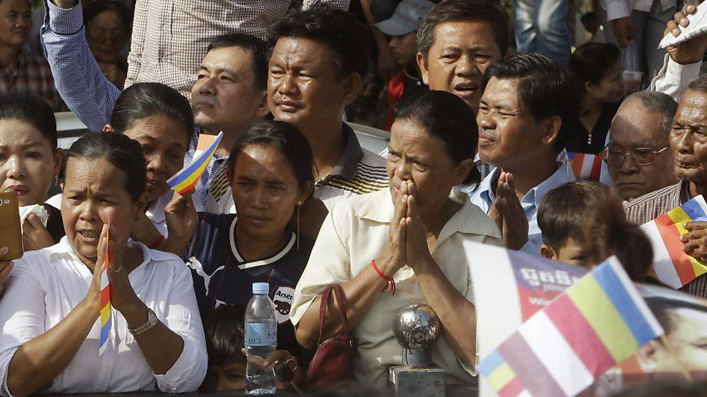 Tausende erwiesen dem getöteten Bürgerrechtler Kem Ley die Ehre.