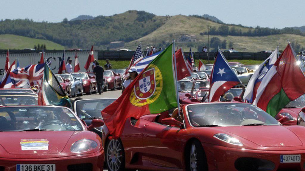 Die Preise für die Ferrari-Fahrten sind gesalzen: Sie beginnen bei 70 Euro pro zehn Minuten für das günstigste Modell (Archiv).