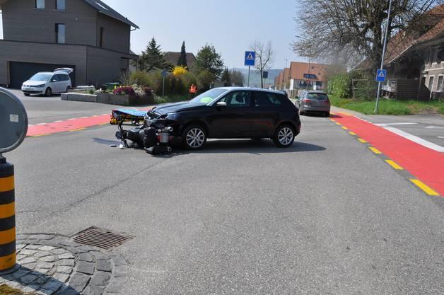 Lohn-Ammannsegg SO, 12.April: Bei einer Kollision zwischen einem Auto und einem Motorrad wurde der Motorradlenker erheblich verletzt und musste in ein Spital gebracht werden.