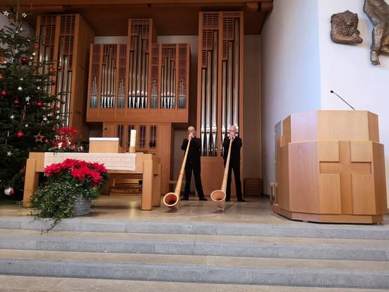 Das Alphornduo Silberhorn spielte beim Festgottesdienst