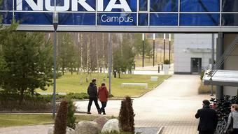 Hauptsitz von Nokia im finnischen Espoo: Allein im Heimatland des Telekomausrüsters sollen bis in zwei Jahren 1300 wegfallen (Archiv).