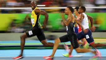 Usain Bolt im 100-Meter-Halbfinale in Rio: Der Konkurrenz enteilt, aber nicht den Fotografen.