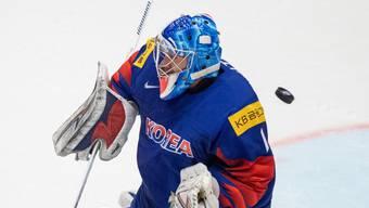 Südkoreas Torhüter Matt Dalton muss den Puck zu einem weiteren Gegentreffer passieren lassen