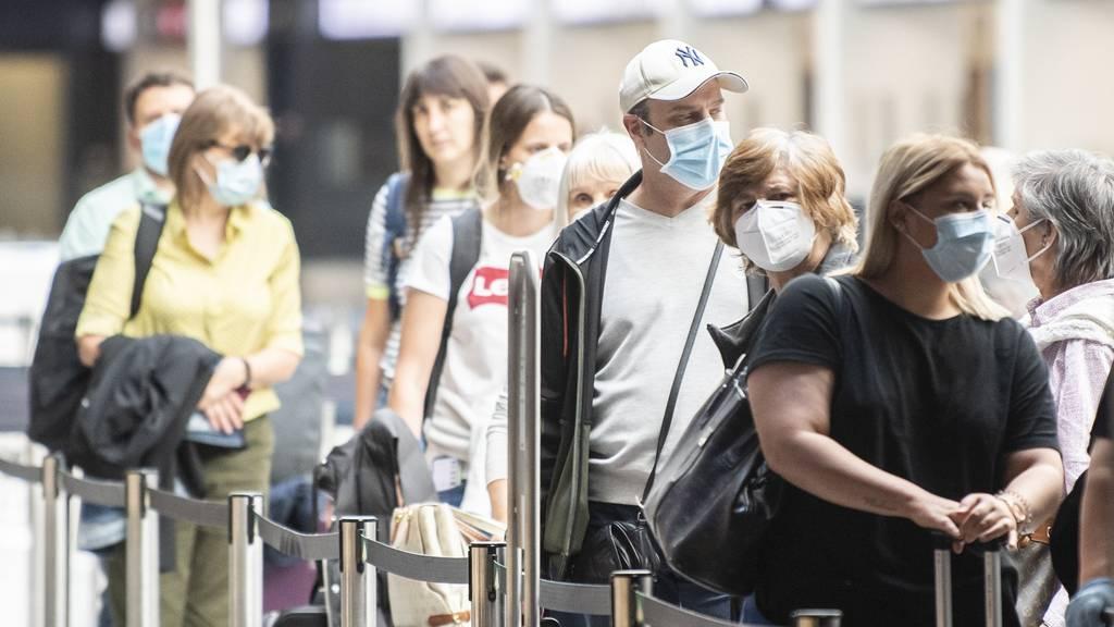 Viele Infizierte schleppen Coronavirus aus Ausland ein