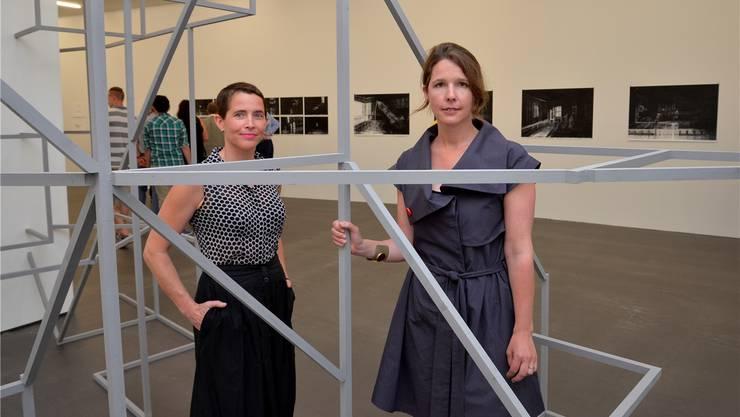 Zwei der drei Künstlerinnen waren anwesend: Sandra Boeschenstein (l.) und Monica Ursina Jäger; Julia Steiner weilt in China.