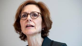Der Schweizerische Gewerbeverband lehnt sich mal wieder gegen den Wirtschaftsdachverband Economiesuisse auf. Dessen Direktorin Monika Rühl setzt sich zur Wehr.