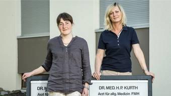 Maja Friess (links) und Claudia Peter freuen sich auf den Start ihrer neuen Praxis am 10. April. Sie haben die Räumlichkeiten vom langjährigen Hausarzt Hanspeter Kurth übernommen. In etwa zwei Jahren ziehen sie aber um.