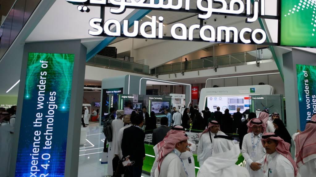 Besucher am Aramco-Stand während er internationalen Erdöl-Konferenz in Abu Dhabi vor einer Woche. (Archivbild)