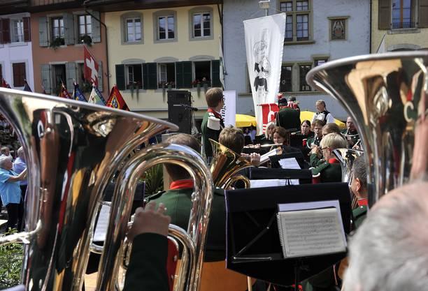Die Stadtmusik Büren a.A. während der Fahnenweihe