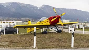 Neues Flugzeug im Flugenhafenkreisel Grenchen