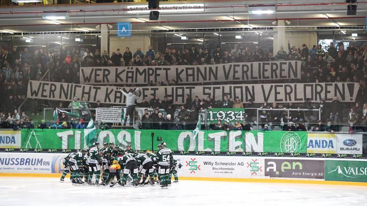 Der EHC Olten und sein Fanclub vor dem Spiel.