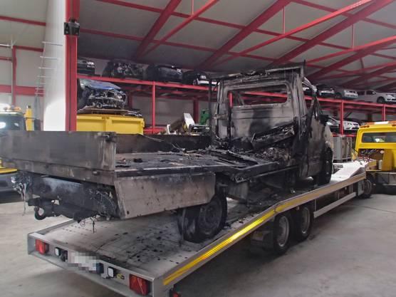 Am Lieferwagen sowie an dessen Anhänger entstand ein Sachschaden in der Höhe von 18'000 Franken.