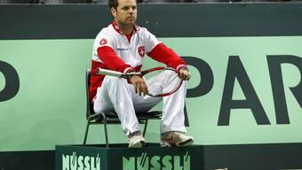 Severin Lüthi beobachtet das öffentliche Training seines Schweizer Davis-Cup Teams.