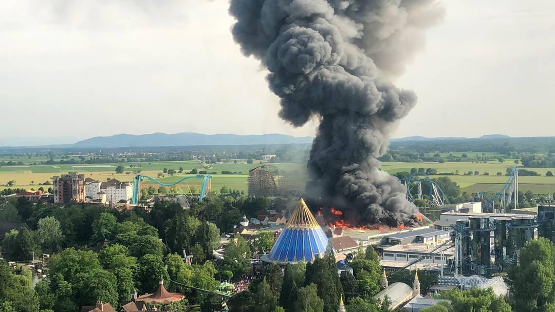 Brand im Europa-Park: Grosse Rauchwolke über Gelände