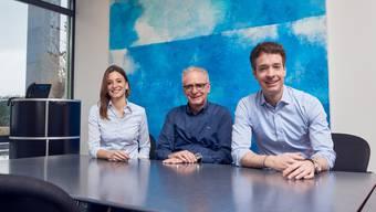 Franziska Schoop-Zandonella und ihr Bruder Adrian Schoop (rechts) übernehmen das Zepter des Familienunternehmens von Vater Martin Schoop (Mitte).