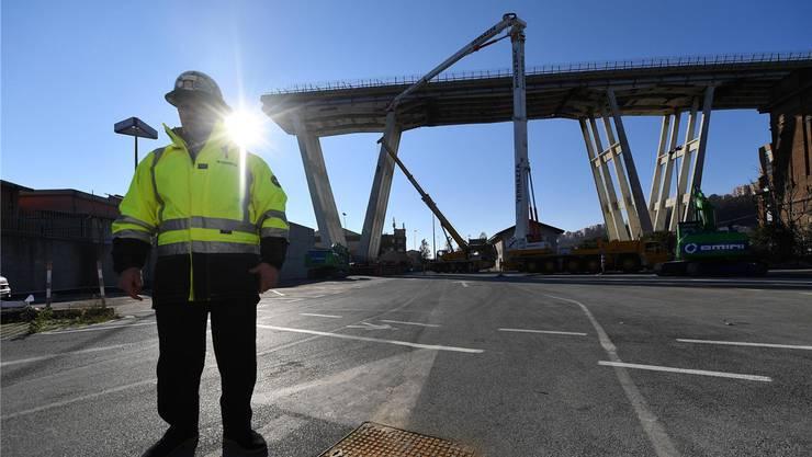 Genuas Staatsanwälte suchen noch immer nach den Schuldigen. Deshalb stockt der Abbruch der Morandi-Brücke.