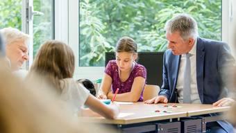 Landammann Alex Hürzeler besucht die 6. Klasse der Kreisschule Aarau-Buchs am Standort Rohr