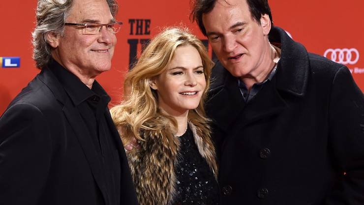 """Kurt Russell (l) und Jennifer Jason Leigh mit ihrem Regisseur Quentin Tarantino an der Deutschlandpremiere von """"The Hateful Eight"""", der morgen in die Kinos kommt."""