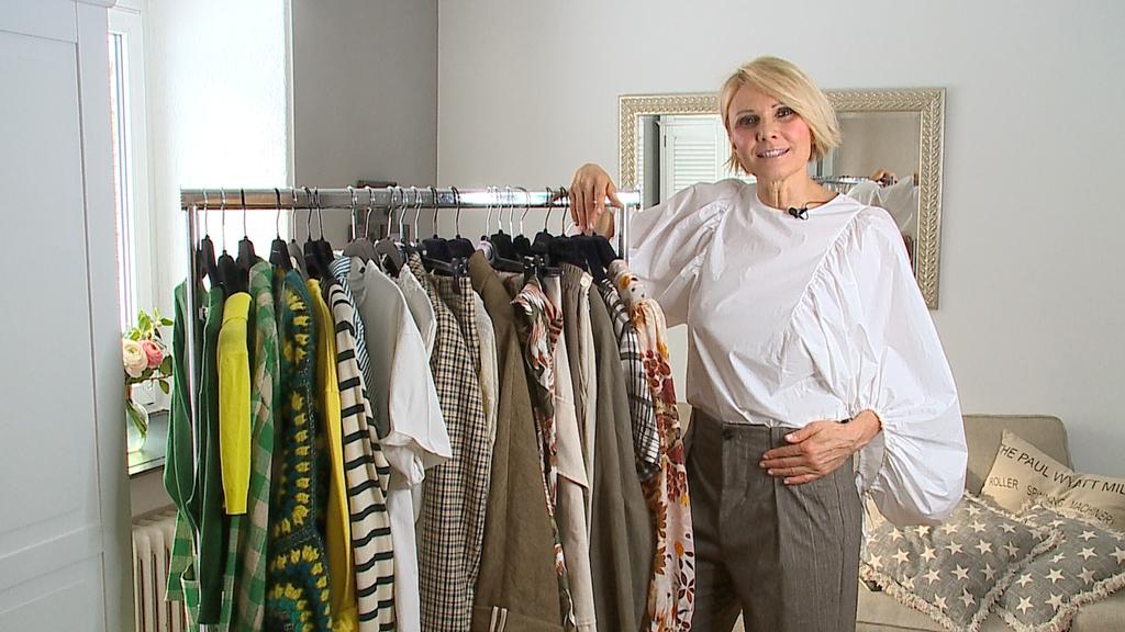 Oversize, kurze Tops, leichte Stoffe - das sind die Modetrends für den Sommer