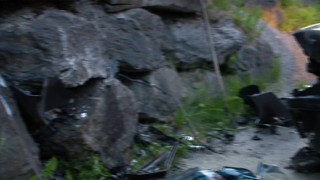 Unfall: Autolenker fährt in Grabs geradeaus in Mauer