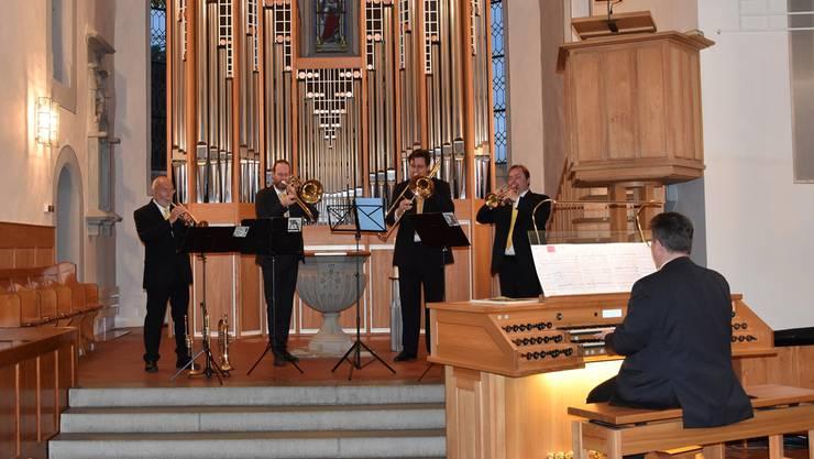 Von links nach rechts: Claude Rippas (Trompete), Xaver Sonderegger (Posaune), Christian Sturzenegger (Bassposaune), Dominique Trösch (Trompete), Dieter Hubov (Orgel).