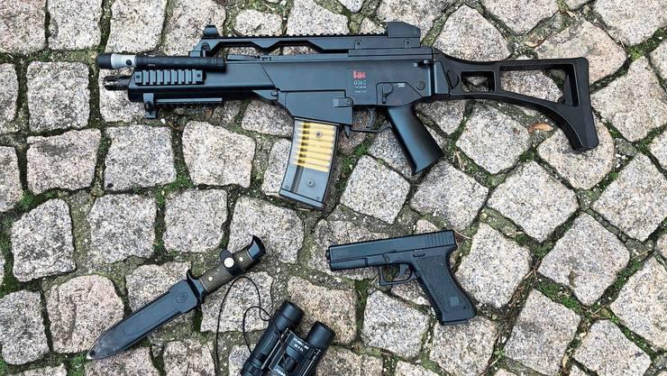 Diese Imitate beschlagnahmte die Stadtpolizei 2019 bei Jugendlichen. Vermehrt tragen junge Täter aber echte Waffen.